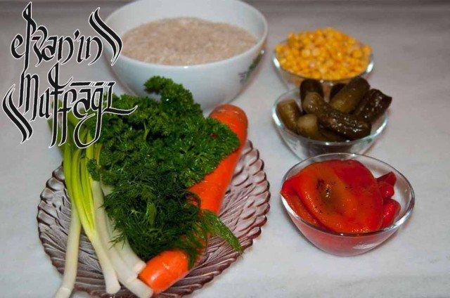 175 640x424 Pirinç Salatası